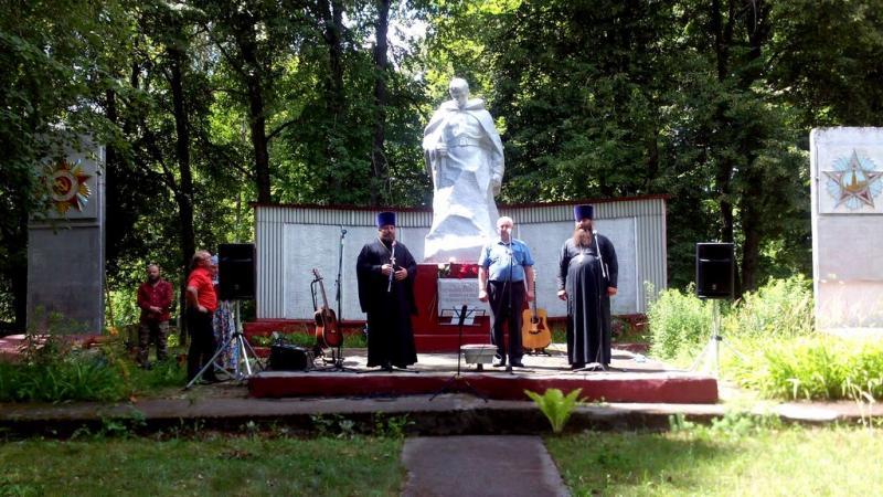 Церемония награждения благодарственными письмами благодетелей и прихожан Салтановского храма в день освящения Закладного Камня