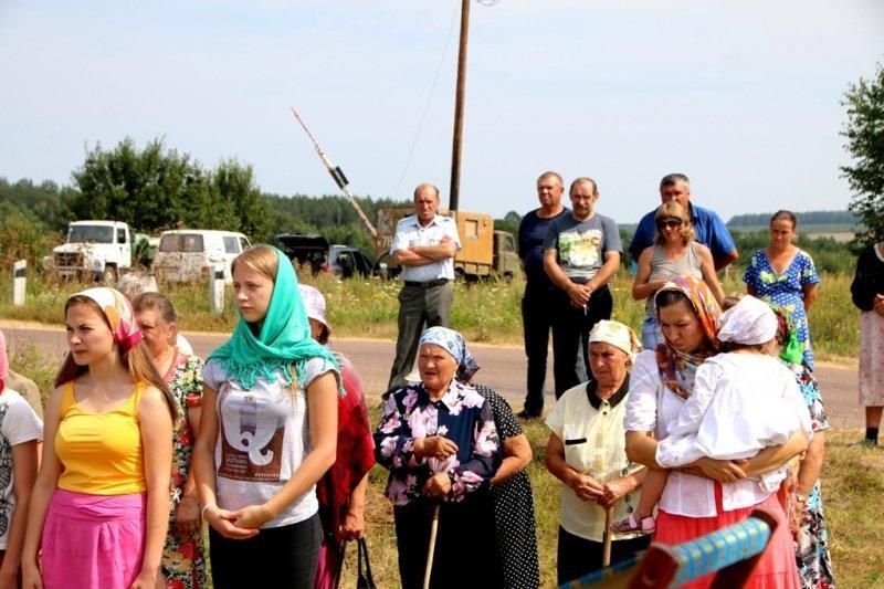 В селе Салтановка Навлинского благочиния состоялся Крестный ход и освящение Поклонного креста